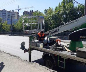 Проводимо заміну ламп по вул. Незалежності на шляхопроводі.